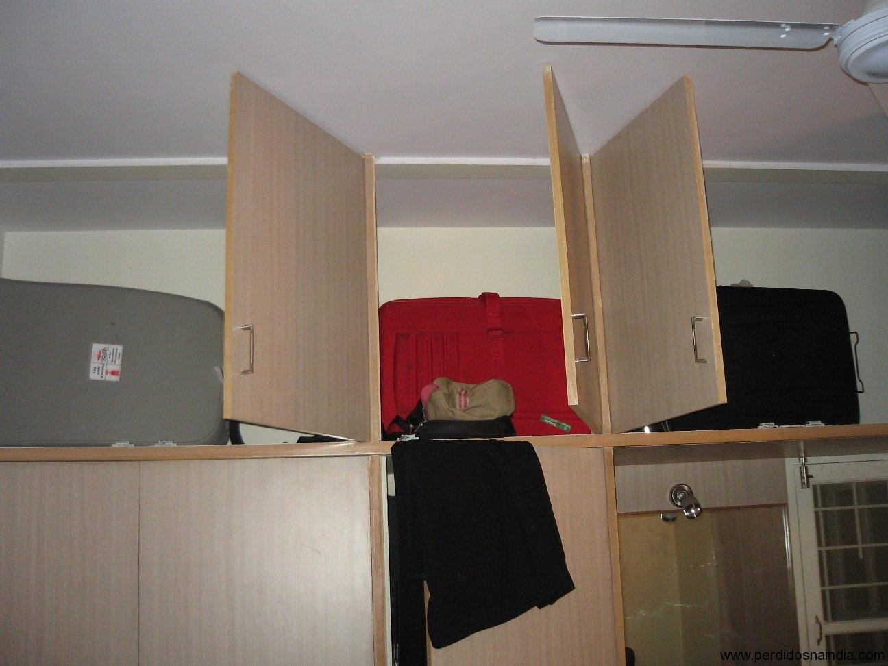 Todas as malas cabem a parte de cima do armário!
