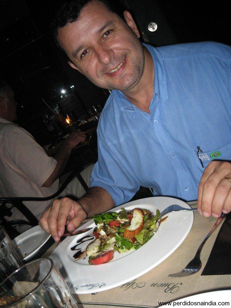 Benhur feliz com a salada!