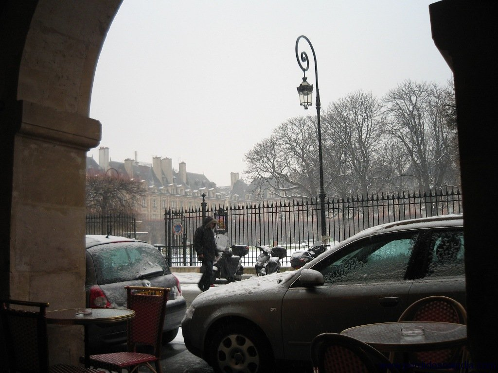 Praça perto da casa do Victor Hugo