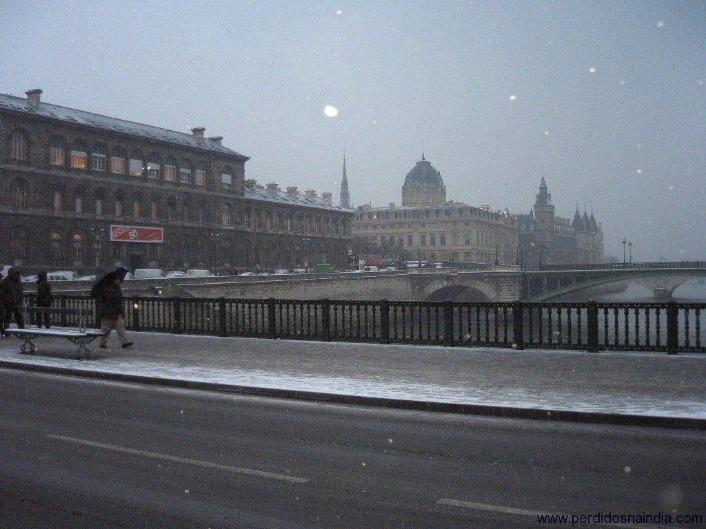 Ponte que vai em direção a Notre Dame
