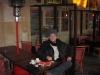 Um cafézinho com cigarro perto da casa do Victor Hugo