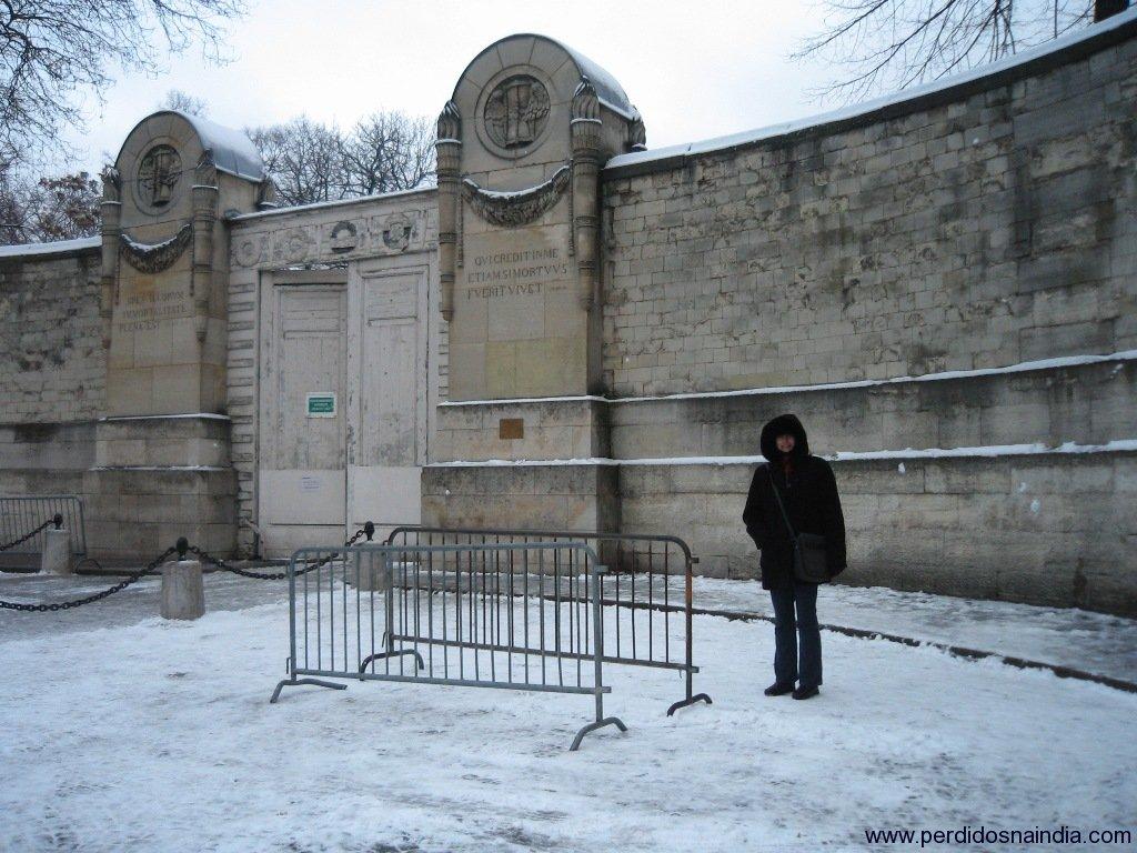 Entrada do cemitério onde Jim Morrison está enterrado