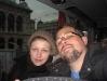 Eu e a Carol dentro do ônibus para Parndorf