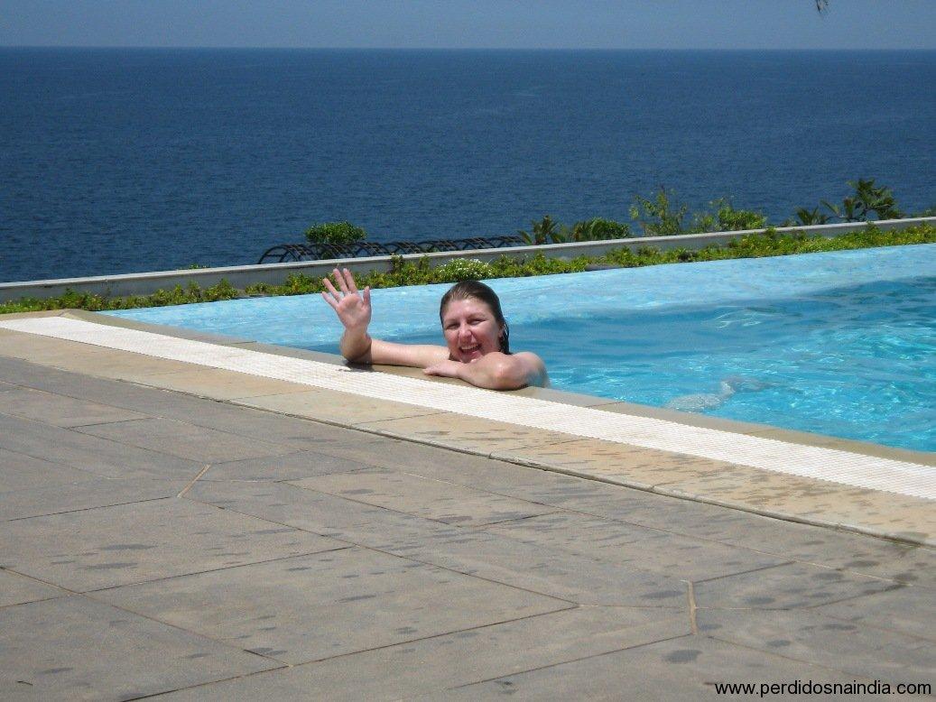 Carol na piscina!